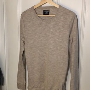 Men's Abercrombie and Fitch long sleeve pull over!